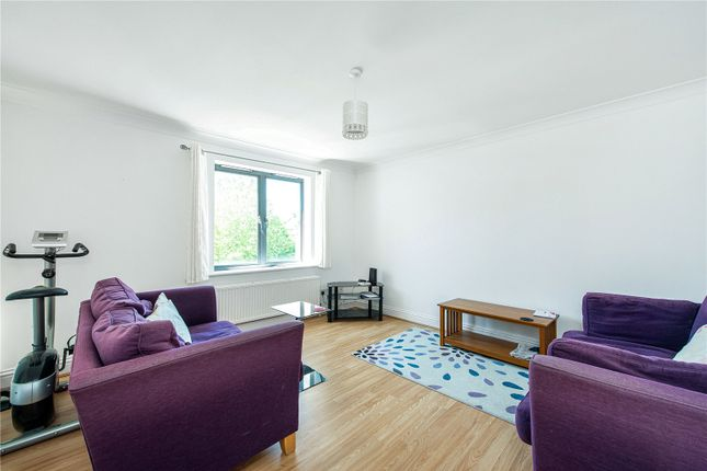 Flat to rent in Manor Gardens, London