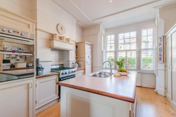 Thumbnail Property to rent in Crieff Road, London