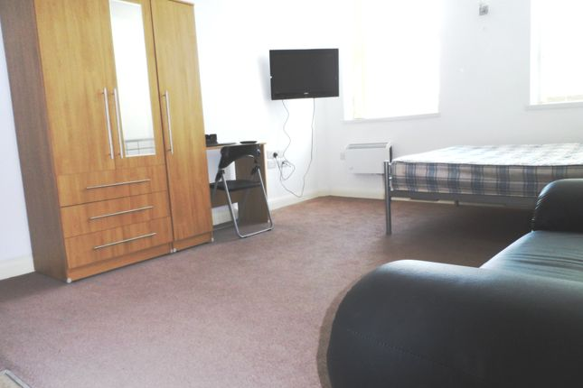 Thumbnail Flat to rent in Butt Close Lane, Churchgate, Leicester, City Centre
