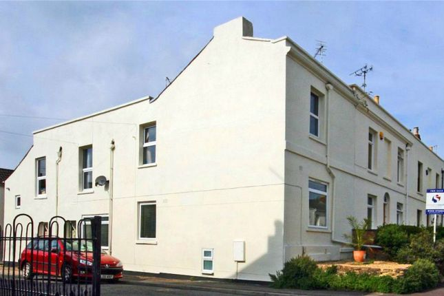 2 bed flat to rent in Leckhampton, Cheltenham, Gloucestershire