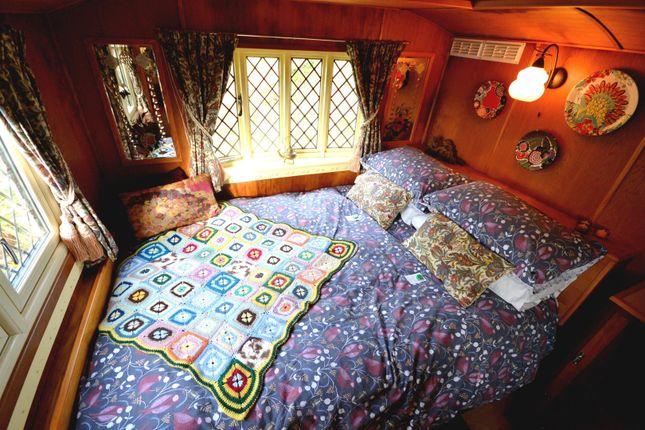 Dolly Bedroom of Rhydlewis, Llandysul SA44
