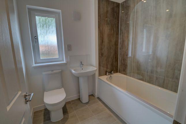 Family Bathroom of Foggyley Gardens, Dundee DD2