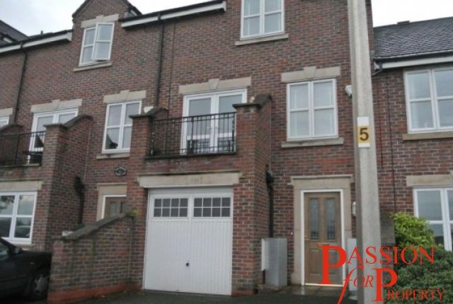 Thumbnail Town house to rent in Boughton Hall Avenue, Chester, Cheshire
