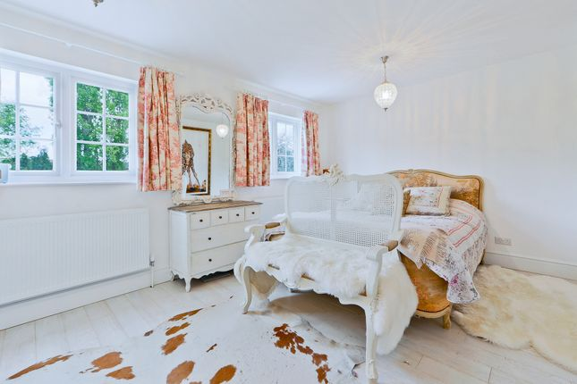 Thumbnail Semi-detached house for sale in Lock Road, Richmond