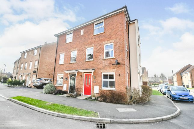 4 bed town house for sale in Anzio Road, Devizes SN10