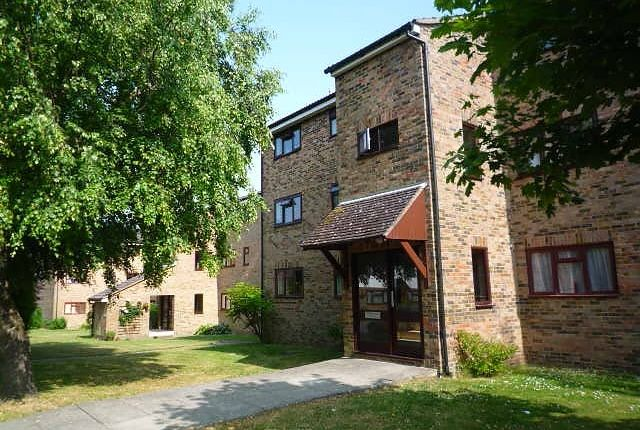 Thumbnail Flat to rent in Humphrey Lodge, Kingsway, Burgess Hill