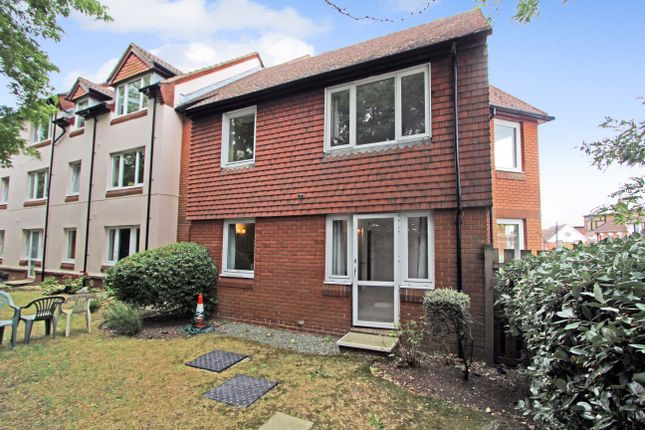 Thumbnail Flat to rent in Charles Street, Petersfield, Hampshire