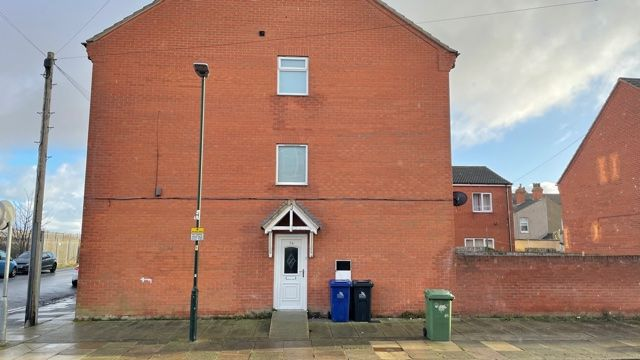 2 bed end terrace house to rent in Tiverton Street, Cleethorpes DN35
