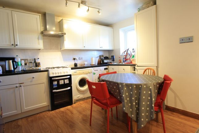 2 bed flat to rent in Streatham High Road, Streatham SW16