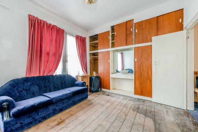 8405032-Interior15