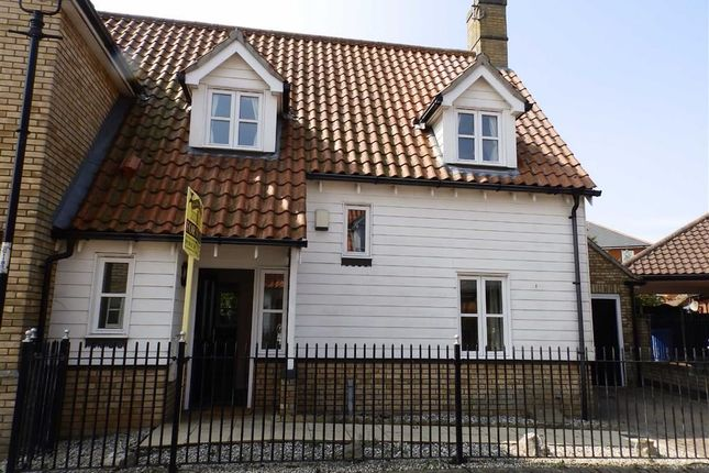 3 bed semi-detached house to rent in Nene Drive, Ipswich
