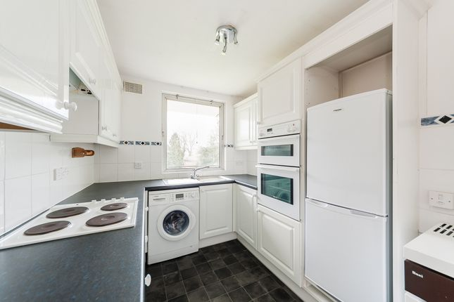 Thumbnail Flat to rent in Pittville Circus Road, Cheltenham, Gloucestershire