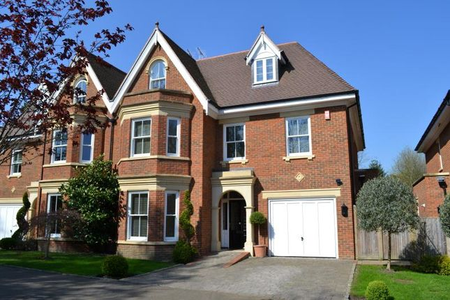 Thumbnail Semi-detached house to rent in Selborne Place, Old Avenue, Weybridge, Surrey