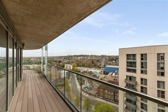 2 bed flat to rent in Sienna Alto The Renaissance, Lewisham, London SE13