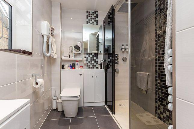 En-Suite of Trinity Walk, Pancake Lane, Leverstock Green, Hemel Hempstead, Hertfordshire HP2