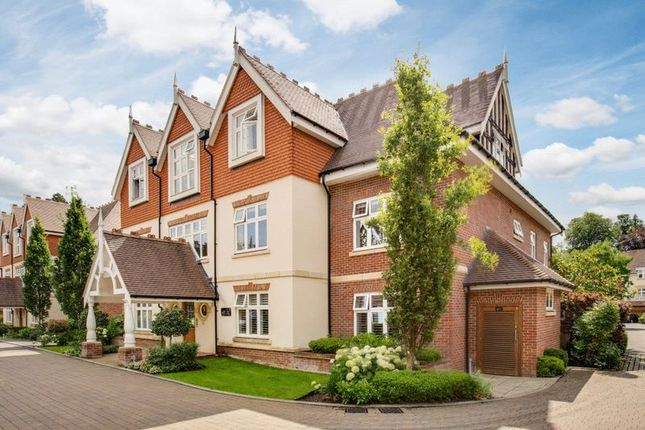 Thumbnail Flat for sale in Queen Elizabeth Crescent, Beaconsfield
