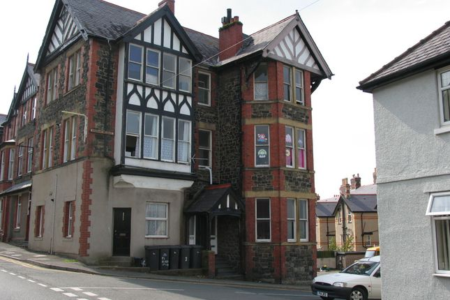 Thumbnail Flat to rent in Station Road East, Penmaenmawr