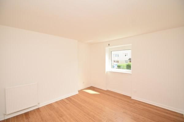 Photo 4 of 252 Drumry Road East, Drumchapel, Glasgow G15