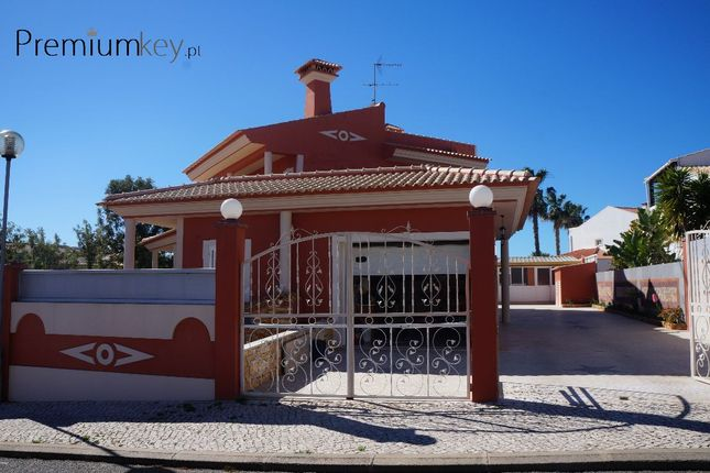 Thumbnail Villa for sale in Val Pedras, Albufeira E Olhos De Água, Albufeira, Central Algarve, Portugal