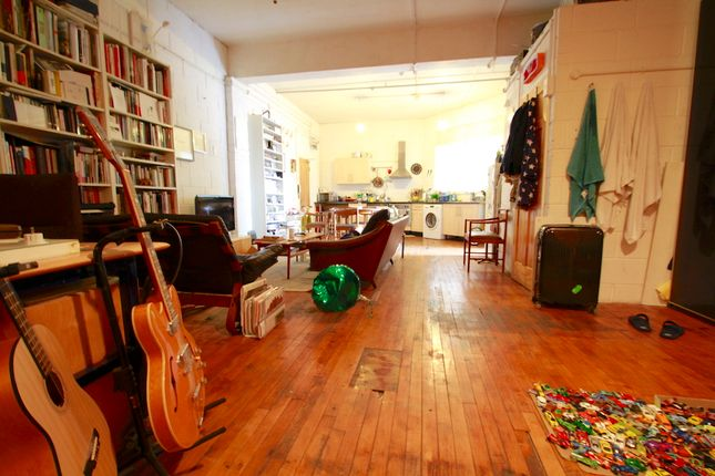 Flat to rent in Padangle House, Kingsland Road, Hackney