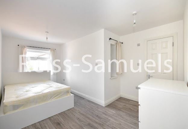 5 bed terraced house to rent in Lockesfield Place, Isle Of Dogs, Docklands, London E14