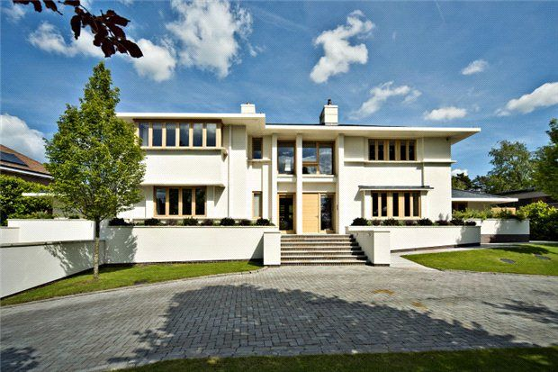 Thumbnail Detached house for sale in Oakfield Road, Harpenden, Hertfordshire