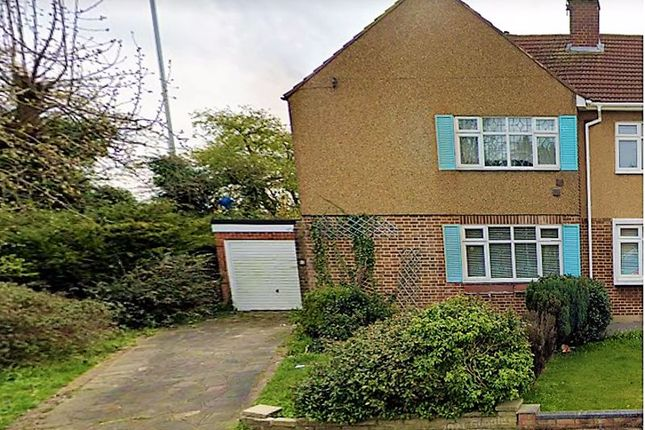 3 bed property to rent in Farnes Drive, Gidea Park, Romford RM2