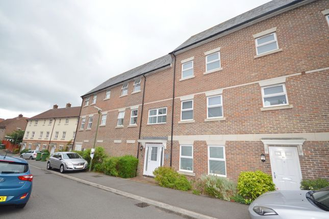 Thumbnail Flat to rent in Harwood Close, Codmore Hill, Pulborough
