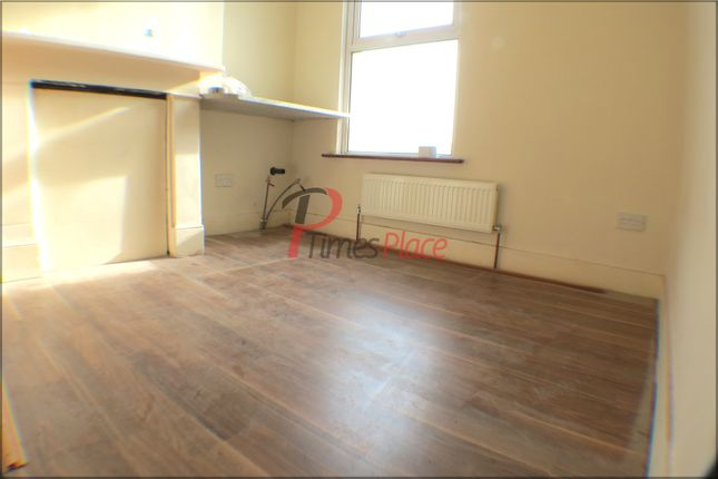 Thumbnail Studio to rent in Boswell Road, Thornton Heath