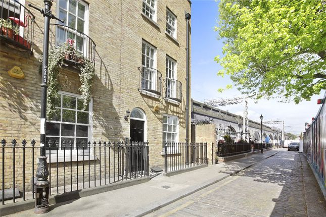 Thumbnail End terrace house to rent in Paradise Row, Bethnal Green