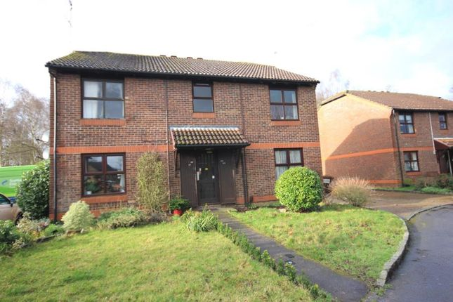 1 bed maisonette to rent in Bainton Mead, Woking