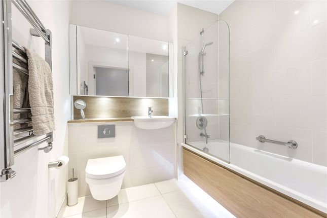 Bathroom of Paxton House, 401 Larkshall Road, London E4