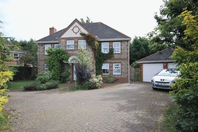 5 bed detached house for sale in Norham Drive, Morpeth
