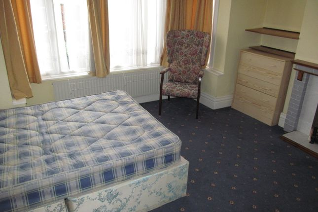 Thumbnail Semi-detached house to rent in Newcastle Road, Reading