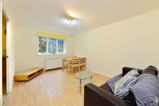 Thumbnail Flat for sale in Telegraph Place, London