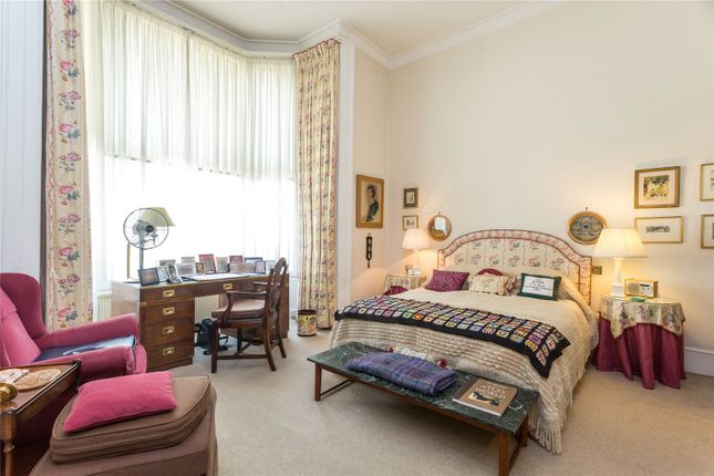 Bedroom of Randolph Crescent, Little Venice, London W9