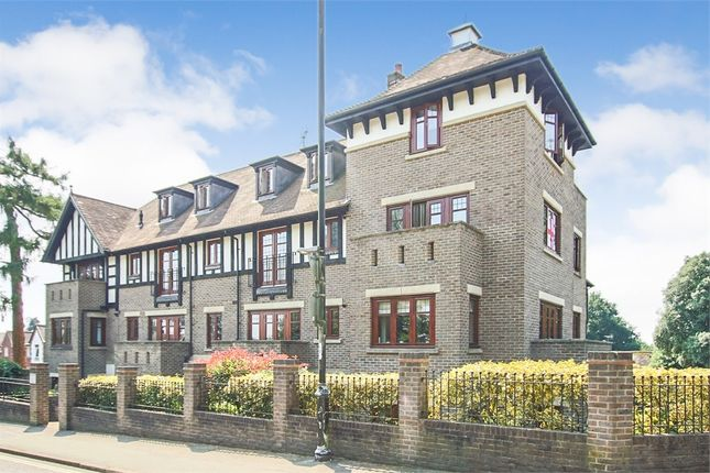 Thumbnail Flat for sale in Tollgate House, Lewes Road, East Grinstead, West Sussex