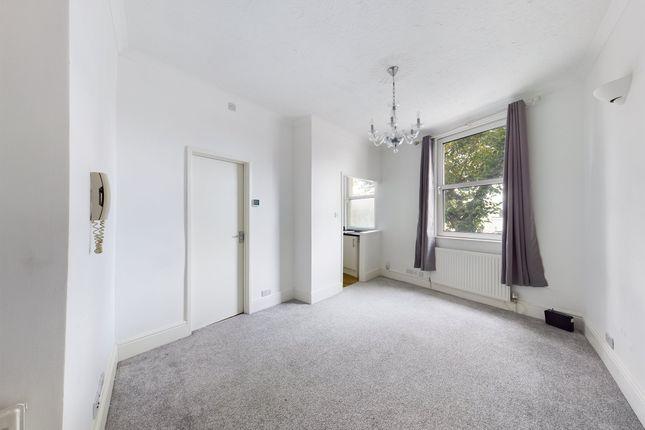 2 bed flat to rent in Queens Road, Cheltenham GL50
