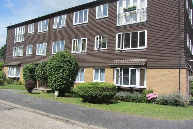 Thumbnail Flat to rent in Hallington Close, Goldswoth Park, Woking