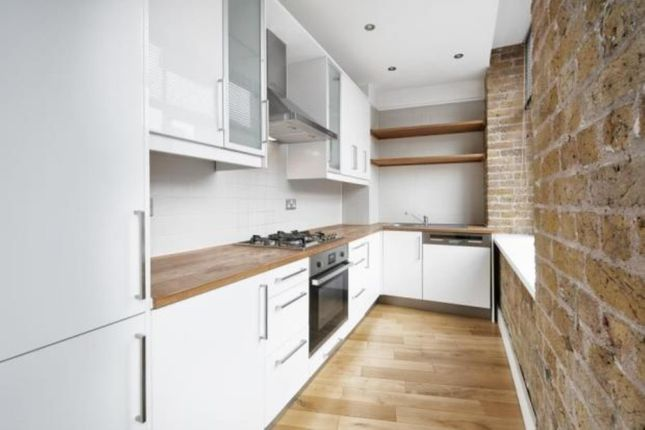1 bed flat to rent in Saxon House, 1 Thrawl Street, Aldgate