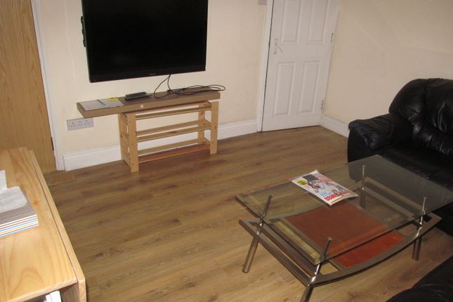 Thumbnail Terraced house to rent in Hatherley Road, Reading