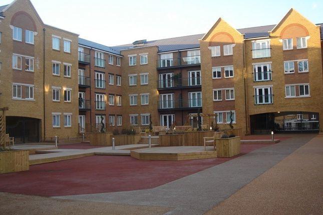 2 bed flat to rent in Black Eagle Drive, Northfleet