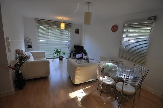 Thumbnail Flat to rent in Lister Court, Cunliffe Road, Bradford