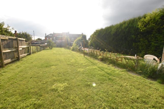 Thumbnail Town house for sale in Fieldside, Crowle, Scunthorpe, Lincolnshire
