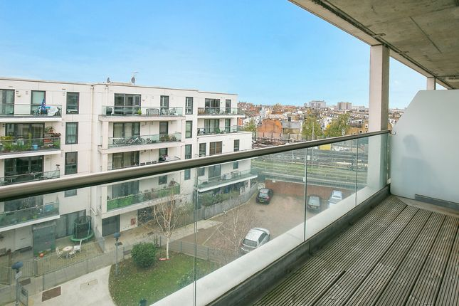 Thumbnail Flat to rent in Dairy Close, Fulham
