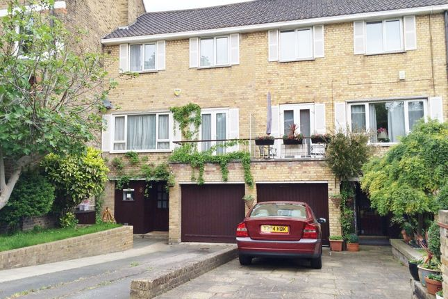 Terraced house to rent in Woronzow Road, London