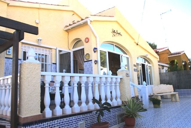 Semi-detached bungalow for sale in Urbanización La Marina, Costa Blanca South, Costa Blanca, Valencia, Spain