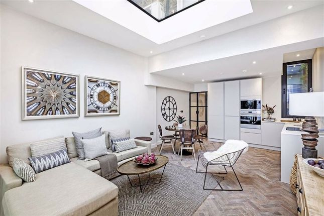Thumbnail Flat for sale in Stephendale Road, Fulham, London
