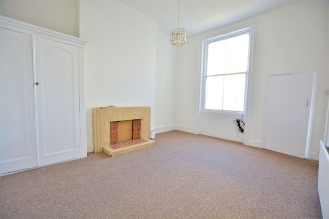 Thumbnail Flat to rent in Upper Rock Gardens, Kemptown, Brighton
