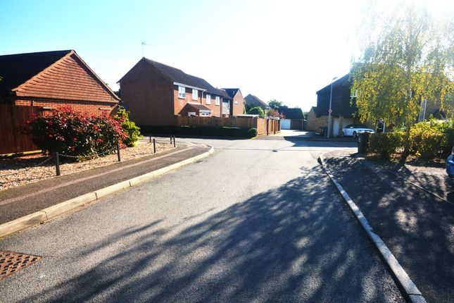 Thumbnail Terraced house to rent in Parishes Mead, Stevenage
